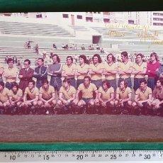 Coleccionismo deportivo: AMG-876 FOTOGRAFÍA PLANTILLA CÁDIZ CF 1977 ASCENSO A 1ª AUTOGRAFIADA. Lote 217426391