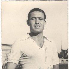 Collezionismo sportivo: FOTOGRAFÍA FIRMADA - FUTBOLISTA DEL REAL MADRID - JOSÉ MORALES BERRIGUETE - MOLEIRO - 1947. Lote 218189856