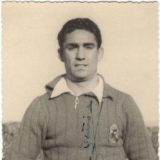Collezionismo sportivo: FOTOGRAFÍA FIRMADA - FUTBOLISTA PORTERO DEL REAL MADRID NACIDO EN ALICANTE - JOSÉ BUÑÓN - 1947. Lote 218202947