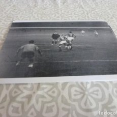 Coleccionismo deportivo: FOTO MATE (10 X 15) LIGA 64-65 ESPAÑOL 2 CORDOBA 4 ( REINA ). Lote 218365345