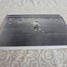 Coleccionismo deportivo: FOTO MATE (10 X 15) LIGA 64-65 ESPAÑOL 2 CORDOBA 4 ( REINA ). Lote 218365398
