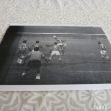 Coleccionismo deportivo: FOTO MATE (10 X 15) LIGA 64-65 ESPAÑOL 2 CORDOBA 4 ( REINA ). Lote 218365427