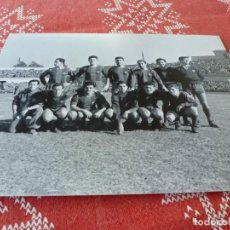 Coleccionismo deportivo: FOTO MATE (15 X 20) 1956 AMISTOSO BENÉFICO EN MONTJUICH (BARÇA)-F.C.BARCELONA-R.C.D.ESPAÑOL. Lote 218659001