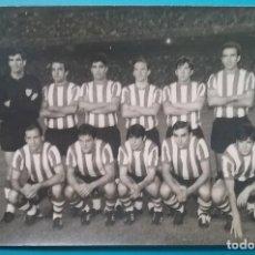 Collezionismo sportivo: ATHLETIC CLUB DE BILBAO FOTOGRAFÍA EQUIPO FÚTBOL AÑOS '60. Lote 218904023