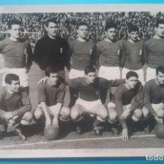 Collezionismo sportivo: REAL OVIEDO FÚTBOL FOTOGRAFÍA EQUIPO 1965. Lote 218972623