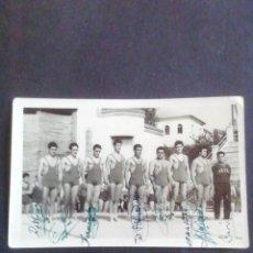 Coleccionismo deportivo: FOTOGRAFÍA EQUIPO DE CASTILLA LUCHA GRECORROMANA. AÑOS 50. CON AUTÓGRAFOS. Lote 219257811