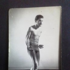 Coleccionismo deportivo: FOTOGRAFIA LUCHADOR DE GRECORROMANA. J. FUERTES. Lote 219258056