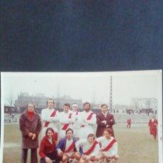 Coleccionismo deportivo: FOTOGRAFÍA PARTIDO DE FAMOSOS RAYO VALLECANO. 1972. Lote 219275992