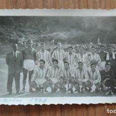Coleccionismo deportivo: FOTOGRAFIA AÑO 1953, ALINEACION POBLE SEC. EN EL REVERSO ESCRITO BARÇA-2 POBLE SEC 0. Lote 220383338