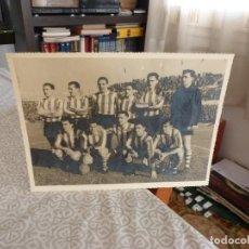 Coleccionismo deportivo: FOTO ORIGINAL(18 X 24)1959 ATH. CLUB BILBAO CON TODAS FIRMAS ORIGINALES, CARMELO,GARAY,MAGUREGUI,ETC. Lote 220499591