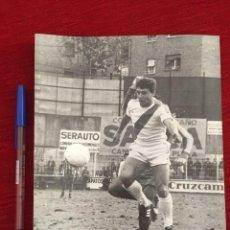 Coleccionismo deportivo: F10497 FOTO FOTOGRAFIA ORIGINAL DE PRENSA RAYO VALLECANO 3-0 VALENCIA (11-12-1977) ALVARITO. Lote 221661247