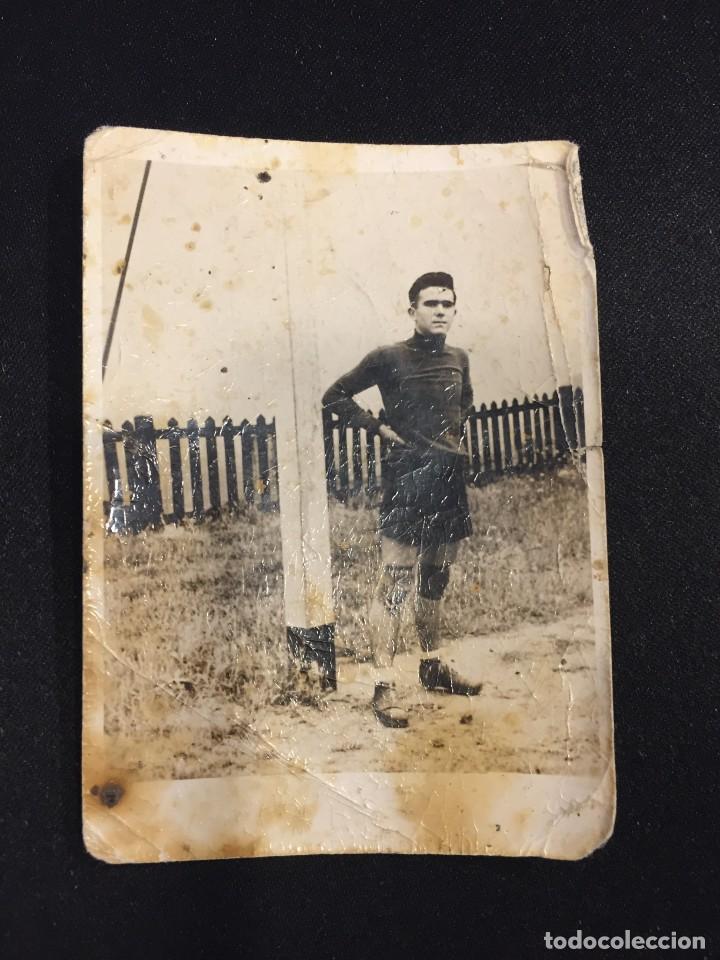 FOTOGRAFIA PORTERO JUGADOR FUTBOL PANTALON CORTO AÑOS 30 40 10X7CMS (Coleccionismo Deportivo - Documentos - Fotografías de Deportes)
