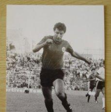 Coleccionismo deportivo: RCD MALLORCA : ISMAEL URTUBI (TEMPORADA 1981-82) - FOTOGRAFIA PROCEDENTE DE ARCHIVO DE PRENSA. Lote 222357237