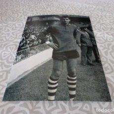Colecionismo desportivo: FOTO MATE(11 X 15 CM) AÑOS 60-70 ATH.CLUB DE BILBAO JOSE ANGEL IRIBAR.. Lote 222909510