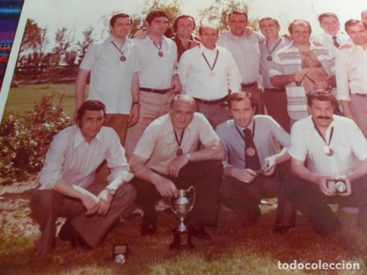 Coleccionismo deportivo: LOTE 2 FOTO ORIGINAL REAL MADRID ALFREDO DI STEFANO MARQUITOS, MARCOS ALONSO, PACHÍN, ALFONSO USSÍA. - Foto 3 - 223946517
