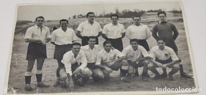 FOTOGRAFIA DE FUTBOL DEL EQUIPO DEL S.E.U. MADRID 19-11-1945 (Coleccionismo Deportivo - Documentos - Fotografías de Deportes)