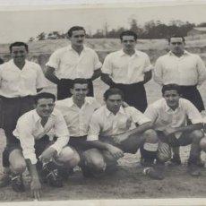 Coleccionismo deportivo: FOTOGRAFIA DE FUTBOL DEL EQUIPO DEL S.E.U. MADRID 19-11-1945. Lote 226128625