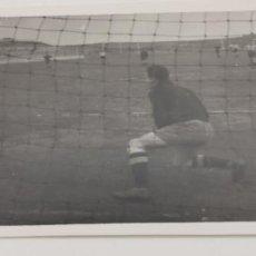 Coleccionismo deportivo: FOTO PORTERO FUTBOL AÑOS 40 MADRID. Lote 226807115