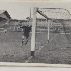 Coleccionismo deportivo: 3 FOTOS DE PORTERO DE FUTBOL EQUIPO MADRILEÑO FECHADA 15-5-46. Lote 226843380