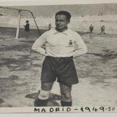 Coleccionismo deportivo: JUGADOR DE FUTBOL FECHADO EN 1949-1950. Lote 226845095