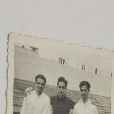 Coleccionismo deportivo: JUGADORES DE FUTBOL MADRID FECHADA 31-1-46. Lote 226845325