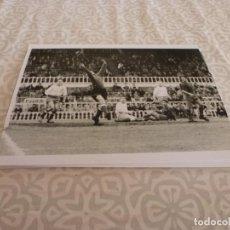 Coleccionismo deportivo: FOTO MATE (11 X 15) AMISTOSO EN LES CORTS 10-3-1957 F.C.BARCELONA- IFK NORRKOPING. Lote 229416965
