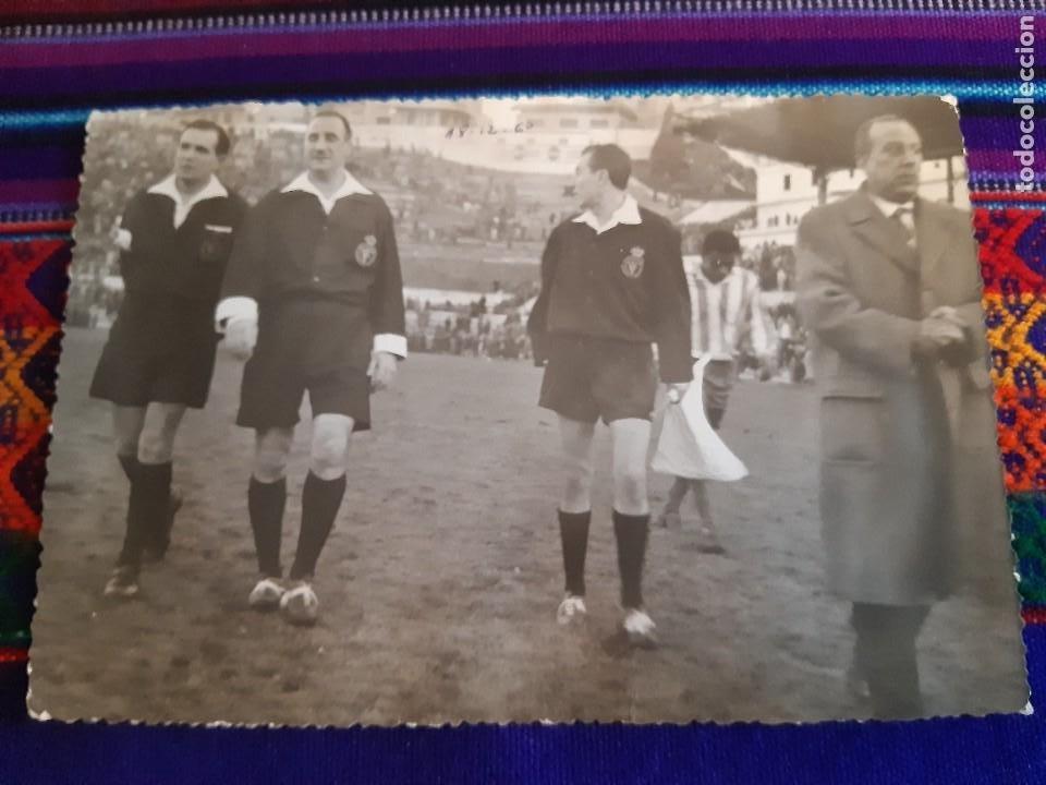 Coleccionismo deportivo: FOTO REAL MADRID VS CÓRDOBA CF GENTO JUANÍN ÁRBITRO JOSÉ LUIS LÓPEZ ZABALLA. 9-4-1967. 3 DE REGALO. - Foto 6 - 230229990