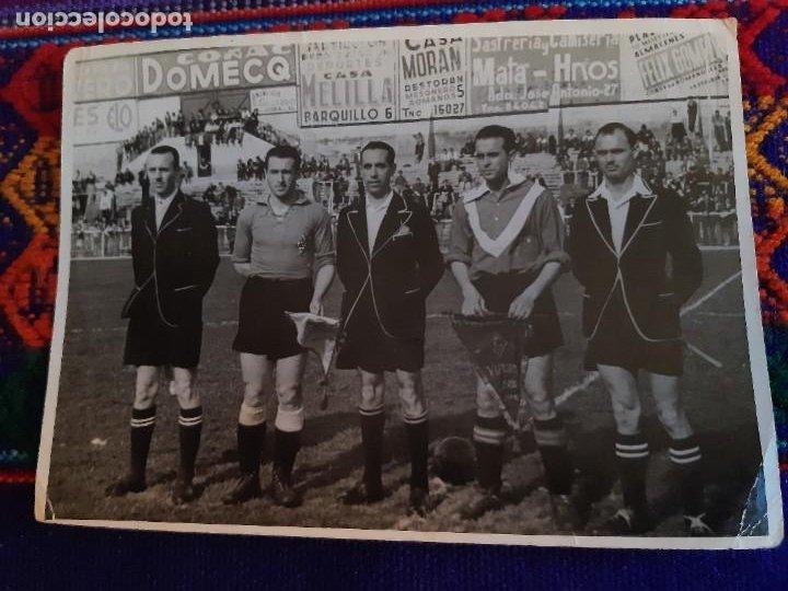 Coleccionismo deportivo: FOTO REAL MADRID VS CÓRDOBA CF GENTO JUANÍN ÁRBITRO JOSÉ LUIS LÓPEZ ZABALLA. 9-4-1967. 3 DE REGALO. - Foto 11 - 230229990