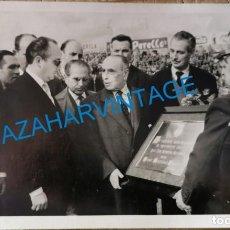 Coleccionismo deportivo: PALMA DE MALLORCA, 1960, HOMENAJE AL PRESIDENTE DEL REAL MALLORCA, DON JAIME ROSSELLO,14X9 CMS. Lote 233147390