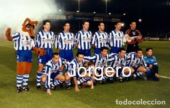 D. ALAVÉS. ALINEACIÓN PARTIDO COPA DEL REY 1997-1998 EN MENDIZORROZA CONTRA R. MADRID. FOTO (Coleccionismo Deportivo - Documentos - Fotografías de Deportes)