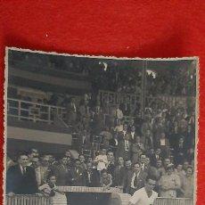 Coleccionismo deportivo: FOTO FUTBOL VALENCIA CF MUNDO Y JUGADORES SALIENDO AL CAMPO ORIGINAL FF8. Lote 236201220