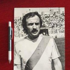 Coleccionismo deportivo: F13492 FOTO FOTOGRAFIA ORIGINAL DE PRENSA JOAN RAMON PUIG SOLSONA RAYO VALLECANO 1978. Lote 237479755