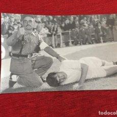Coleccionismo deportivo: F13502 FOTO FOTOGRAFIA ORIGINAL DE PRENSA REAL MADRID MIGUEL PEREZ POLICIA (19-9-1968) EJERCITO. Lote 237526920