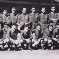 Coleccionismo deportivo: F. C. BARCELONA. FOTOGRAFÍA EQUIPO 1959. KUBALA, EVARISTO, RAMALLETS, LUIS SUÁREZ, KOCSIS, ETC.. Lote 238637895