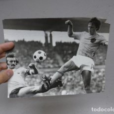 Coleccionismo deportivo: ANTIGUA FOTOGRAFIA DE PRENSA DE JOHAN CRUYFF, ORIGINAL, SELECCION HOLANDESA, EUROPA PRESS. BARÇA.. Lote 241823020