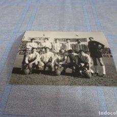 Coleccionismo deportivo: FOTO MATE(11 X 15 CM)LIGA 64-65 SARRIÁ-R.C.D.ESPAÑOL 2 CORDOBA 4 DI STEFANO. Lote 243965235