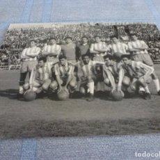 Coleccionismo deportivo: FOTO MATE (11 X 15) TEMP. 61-62 PROMOCIÓN A 1ª DIV. R.C.D. ESPAÑOL 1 VALLADOLID 0. Lote 244967265