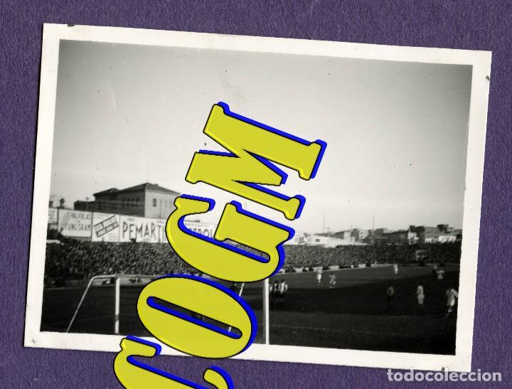 REAL MADRID VS HERCULES CF CHAMARTIN BERNABEU PARTIDO FUTBOL FOTOGRAFIA ORIGINAL EPOCA 9X7 (Coleccionismo Deportivo - Documentos - Fotografías de Deportes)
