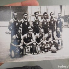 Coleccionismo deportivo: FOTOGRAFÍA ORIGINAL DE EQUIPO DE BALONCESTO BASKET A IDENTIFICAR. Lote 250320185