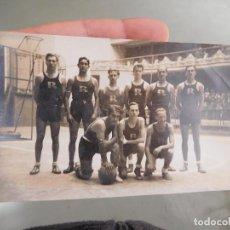 Coleccionismo deportivo: FOTOGRAFÍA ORIGINAL DE EQUIPO DE BALONCESTO BASKET RAYO CLUB DE MADRID. Lote 250320950