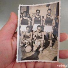 Coleccionismo deportivo: FOTOGRAFÍA ORIGINAL EQUIPO DE BALONCESTO BASKET BARCELONA? BARÇA?. Lote 250323210