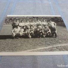 Coleccionismo deportivo: FOTO MATE (11 X 15) LIGA 1956-57 R.C.D.ESPAÑOL-AT.MADRID. Lote 252753465
