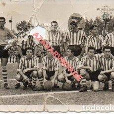 Coleccionismo deportivo: SEVILLA, 1953, ESTADIO DE NERVION, ALINEACION ATHLETIC BILBAO, REVERSO FIRMA CARMELO, 88X60MM. Lote 254721435