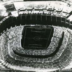 Coleccionismo deportivo: LOTE DE 2 FOTOS OLIMPIADAS MÉXICO 68. VISTAS AÉREAS DEL FORMIDABLE ESTADIO AZTECA. FOTO EUROPA-PRESS. Lote 261342610