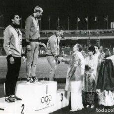 Coleccionismo deportivo: EL BRITÁNICO DAVID HOMERY MEDALLA DE ORO EN LAS OLIMPIADAS MÉXICO 68 EN LA PRUEBA DE LOS 400 METROS. Lote 261344660