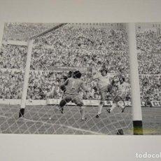 Coleccionismo deportivo: FOTOGRAFIA DEL PARTIDO DEL FC BARCELONA - R ZARAGOZA , TEMP. 78 / 79 , 18 X 13 CM, BUEN ESTADO. Lote 262912650