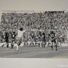 Coleccionismo deportivo: FOTOGRAFIA DEL PARTIDO DEL FC BARCELONA - R ZARAGOZA , TEMP. 78 / 79 , 18 X 13 CM, BUEN ESTADO. Lote 262912840