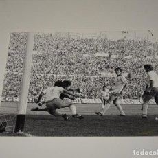 Coleccionismo deportivo: FOTOGRAFIA DEL PARTIDO DEL FC BARCELONA - R ZARAGOZA , TEMP. 78 / 79 , 18 X 13 CM, BUEN ESTADO. Lote 262912905