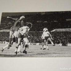 Coleccionismo deportivo: FOTOGRAFIA DEL PARTIDO DEL FC BARCELONA - LAS PALMAS , TEMP. 78 / 79 , 18 X 12 CM, BUEN ESTADO. Lote 262913210
