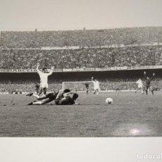 Coleccionismo deportivo: FOTOGRAFIA DEL PARTIDO DEL FC BARCELONA - R MADRID 1978 / 79 ,18 X 12 CM, BUEN ESTADO. Lote 262913265